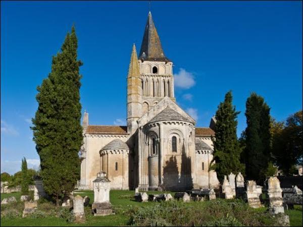 Quel département n'est pas voisin de celui de la Charente-Maritime ?