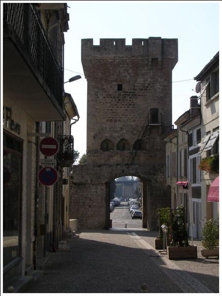 Quel département ne pouvez vous pas rejoindre sans passer par un autre si vous êtes dans celui de la Gironde ?