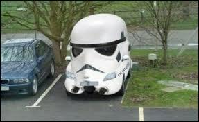 """Cette voiture fait référence à la saga """"Star Wars"""" car sa forme représente la tête d'un..."""