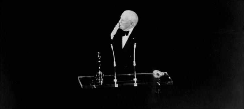 Si je vous dis : 12 minutes et que je vous dis aussi que c'est la plus longue ovation debout de l'histoire des Oscars, pouvez-vous me dire qui l'a obtenue ?