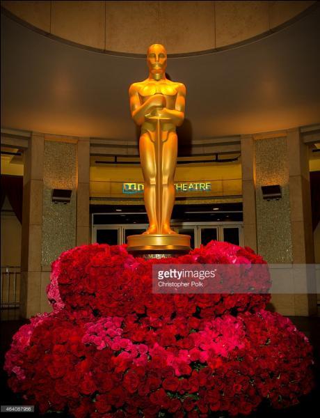Chaque Oscar est fabriqué d'un alliage de...et....et est recouvert d'une fine couche...de 24 carats. (Remplir les pointillés)