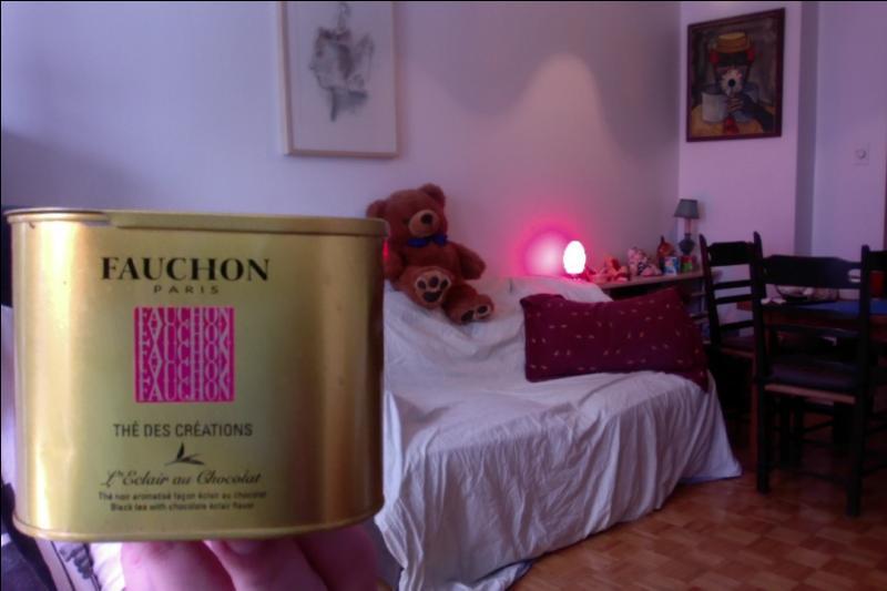 Nous commençons ici la série de thés que l'auteur affectionne. Voici d'abord un thé de chez Fauchon, à quel parfum ?
