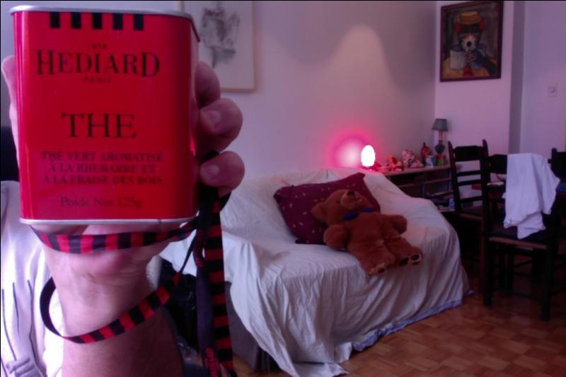 Voici un thé vert de chez Hédiard aromatisé à la rhubarbe et à la fraise des bois. Comment Hédiard a-t-il traduit ce parfum en anglais ?