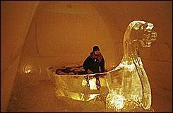 Selon vous où se situe cet hôtel de glace où on peut embarquer dans un bateau ?