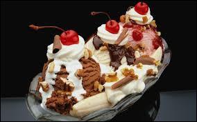 """Quels sont les trois parfums de glace utilisé dans le dessert appelé """"banana split"""" ?"""