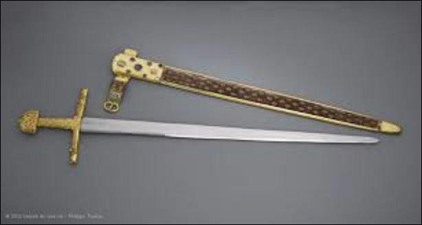 Pourriez-vous me donner le nom de l'épée de l'empereur Charlemagne (né entre 742 et 748, mort le 28 janvier 814) ? (Photo de cette dernière).