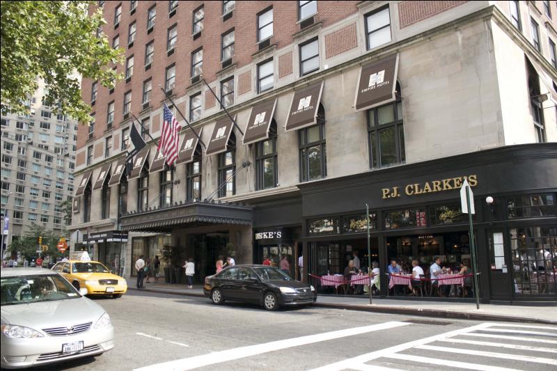 Comment s'appelle l'hôtel de Chuck ?
