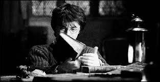 Que dit la voix que Harry entend lors de sa retenue ?