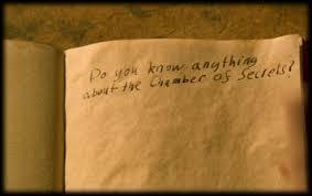 Qu'est-ce que Harry découvre grâce au journal intime ?