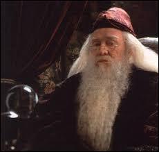 Qui a décidé de renvoyer Dumbledore ?