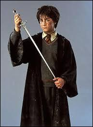 A qui appartenait l'épée que Harry a sortie du Choixpeau Magique ?