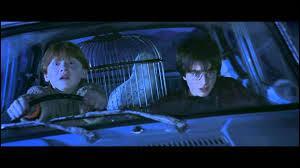 Avec quel objet volant Ron Weasley et ses deux frères Fred et George Weasley viennent-ils délivrer Harry, prisonnier dans sa chambre du 4, Privet Drive ?