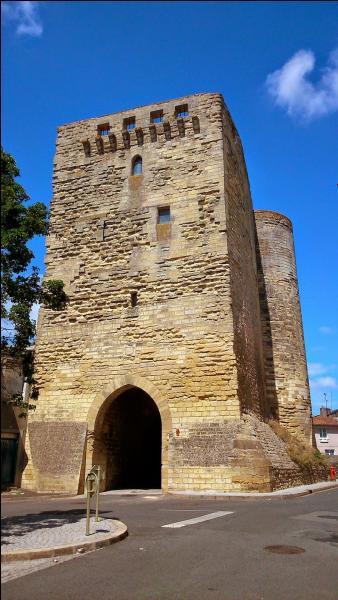 A qui le vicomte de Thouars Amaury de Craon, ouvrit-il les portes de la ville en 1372 ?