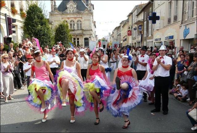 Depuis 1821, chaque premier week-end de septembre, se déroule à La Mothe-Saint-Héray une fête populaire unique en France, à quelle occasion ?