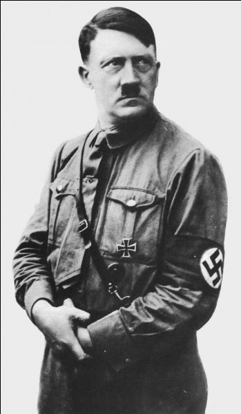 Comment s'appelle le parti politique dirigé par Adolf Hitler ?