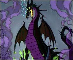 Aurore est en retard au bal. Elle demande à un dragon très grand et noir de voler jusqu'au château. De quel film sort-il ?