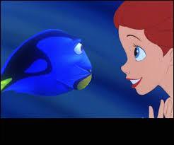 Ariel est dans l'océan. Elle tombe nez à nez avec un poisson bleu ayant des problèmes de mémoire. Comment s'appelle-t-il ?