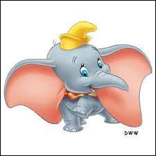 Simba est dans le désert. Il chante quand, tout d'un coup, il voit un bébé éléphant avec des longues oreilles. Qui est-il ?