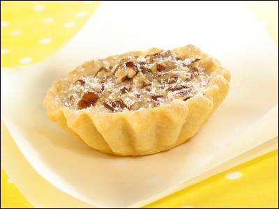 Ce péché est considéré comme un plat de base des débuts de la cuisine canadienne et son origine remonte au tournant du vingtième siècle. Elle est constituée d'une délicate croûte et d'un centre crémeux fait d'un mélange de beurre, de crème, d'oeufs et de sucre. Il y a un débat perpétuel à savoir s'il faut ajouter des raisins au mélange ou non. C'est...