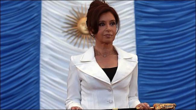 En Argentine, l'ex-présidente Cristina Fernández est issue d'une longue famille politicienne, laquelle ?