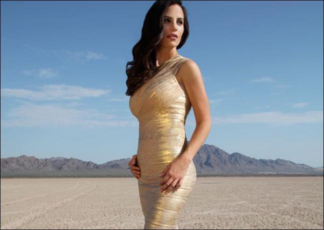 Mme Halseth, sénatrice, pose dans un désert de son pays ! Lequel ?