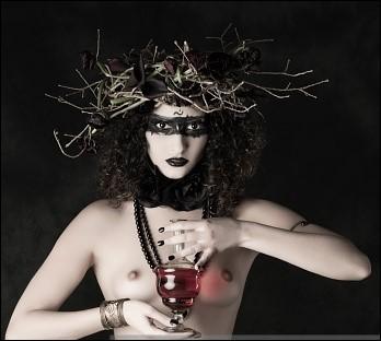 Grande magicienne, elle transforma les compagnons d'Ulysse en porcs. Qui est-elle ?