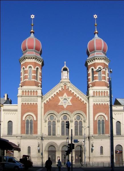 Comment se nomme la personne qui s'occupe d'une synagogue ?