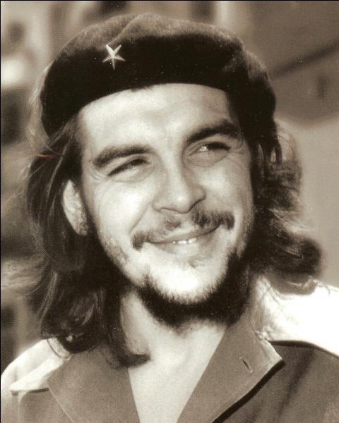 ''Hasta Siempre'' est une chanson à la gloire de Che Guevara chantée par Nathalie...