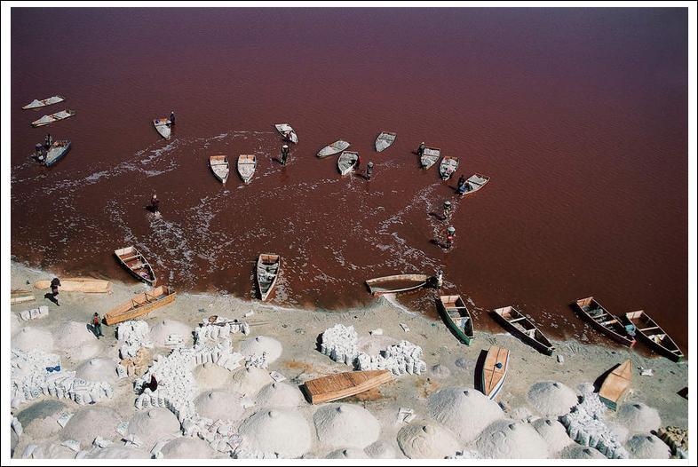 Voici le lac Rose, au Sénégal. De quoi souffre-t-il ?