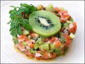 Quelle est cette préparation, où l'on a associé saumon cru et kiwi ?
