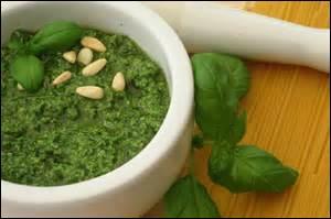 On met du persil dans la sauce pesto dont l'ingrédient principal est le basilic.