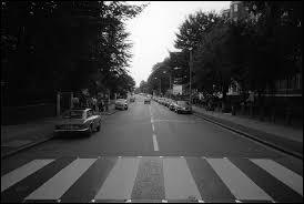 """Trouvez de quel groupe il s'agit à l'aide des indices suivants : """"Quatuor"""", """"Années 60"""" et """"Abbey Road""""."""