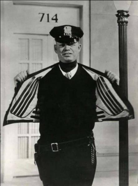 Voici la veste très utile pour des policiers en hiver, c'est ....