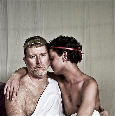 Il n'a que 16 ans lorsque l'empereur Hadrien le remarque, pour devenir la grande passion de sa vie : qui est-il ?