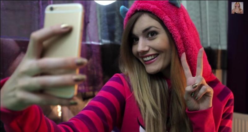 Selfie d'Andy ! Dans quelle vidéo peut-on voir Andy en train de faire un selfie ?