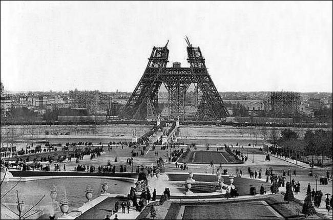 Bon évidemment tout le monde reconnaît ce qui se construit là. En quelle année a été prise cette photo ? (la question chiffre ennuyante)