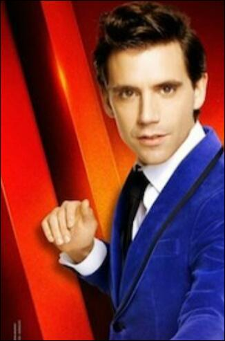 """Que boit Mika à """"The Voice"""" ? (la tasse sur laquelle est inscrit son prénom) ?"""