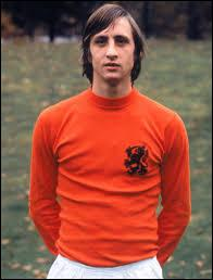 Vrai ou faux ? Pendant le match de football France VS Pays-Bas, un hommage a été rendu à Cruyff.