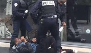 Vrai ou faux ? Lors d'une manifestation devant son lycée, le lycée Bergson (Paris), un élève de Seconde a été frappé par un policier.