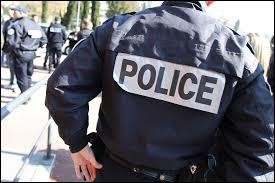 Vrai ou faux ? Julien, Thibault et Sébastien, des policiers parisiens, ont récemment sauvé un bébé ayant du mal à respirer.