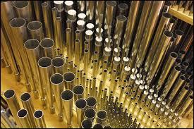 Je suis un instrument souvent utilisé dans les églises :