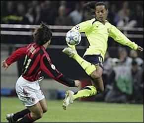 Joli geste technique de Ronaldinho...