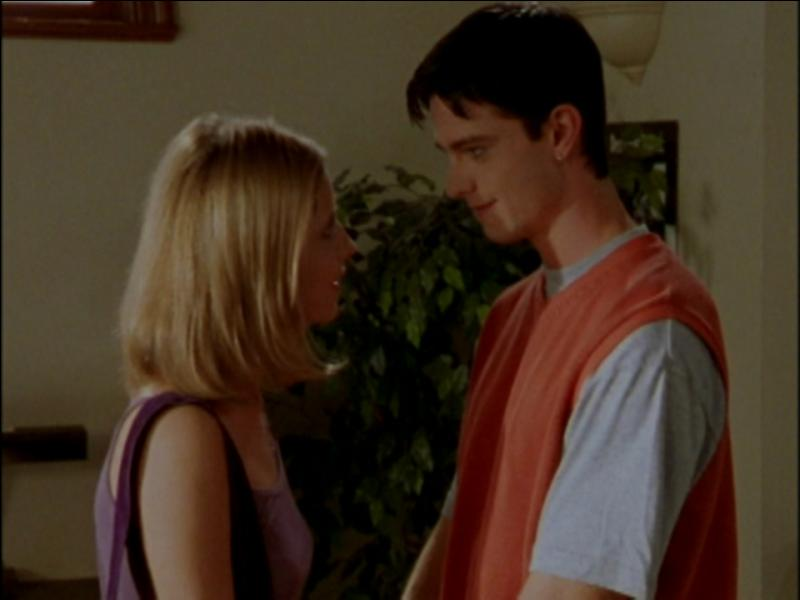 Quel est le prénom du garçon dont Buffy est tombée amoureuse en CM2 et qu'elle a rencontré des années plus tard à Sunnydale ?