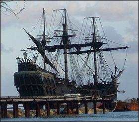 """Comment s'appelle le bateau dans la saga cinématographique """"Pirates des Caraïbes"""" ?"""