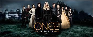 Comme Emma ne supporte pas la mort de l'un des siens, elle décide d'aller le cherche aux enfers. Avec qui y va-t-elle