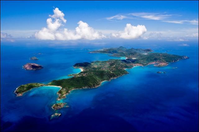 Parmi ces trois États insulaires, lequel est le plus petit ? (Il est dans le top 10 du monde)