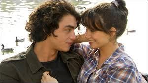 Après que Julien et Clem eurent cassé, de qui est-elle tombée amoureuse ?
