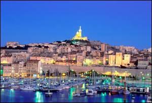 Au nord de quelle grande ville de France se situe le massif de l'Etoile ?
