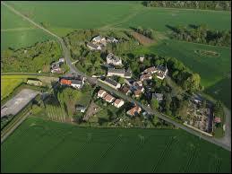 Commune Indrienne dans la région naturelle de la Champagne berrichonne, Luçay-le-Libre se situe en région ...