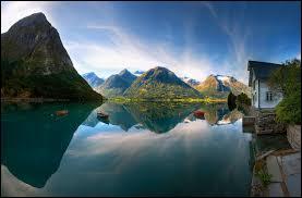 Bonjour, je m'appelle Freya, je viens de Suéde, mon ethnie vit en Laponie. Mon ethnie est celle des :